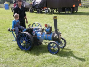 Miniature steam traction engine
